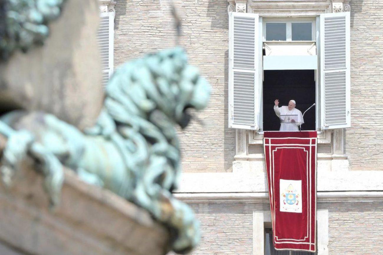 El Papa pide contemplar la Santísima Trinidad como un misterio de amor y unidad