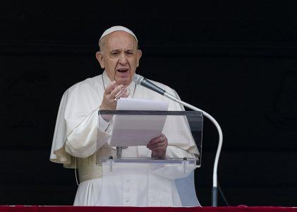 La Eucaristía es medicina que cura con amor la fragilidad: Papa Francisco en el Ángelus